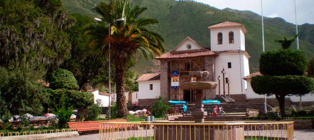 plaza de armas de andahuaylillas