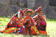 Traditionally dressed weavers in the Sacred Valley near Cusc