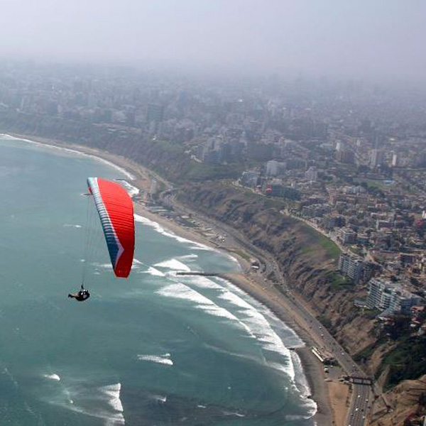 Paragliding in Miraflores - Lima